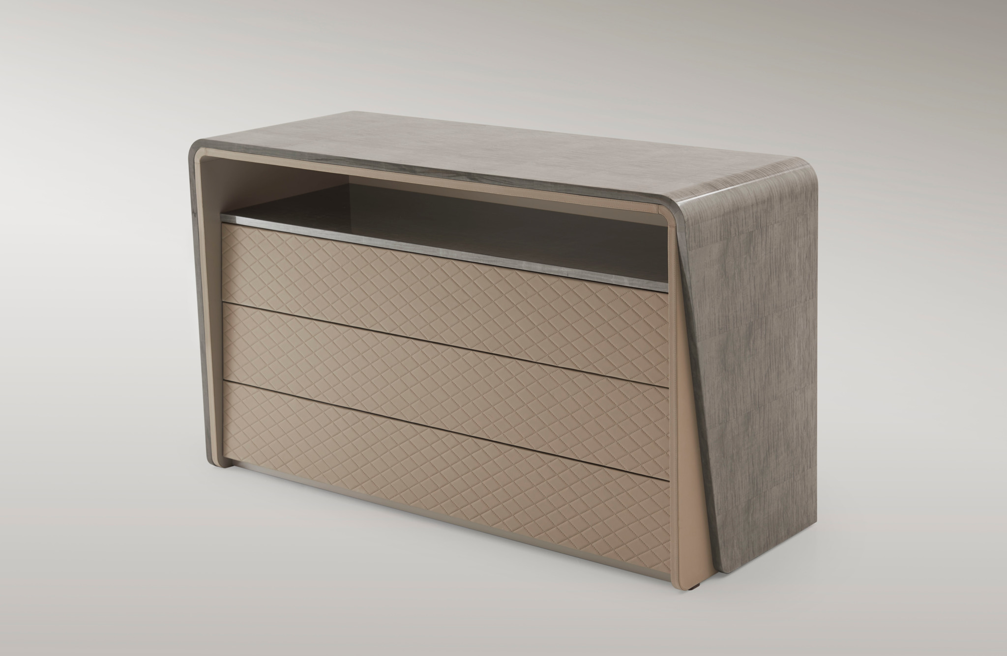 bent00230000002_bentley_eastgate_chest_of_drawers_2_458cb601505fea12e98ce14ed95b1347