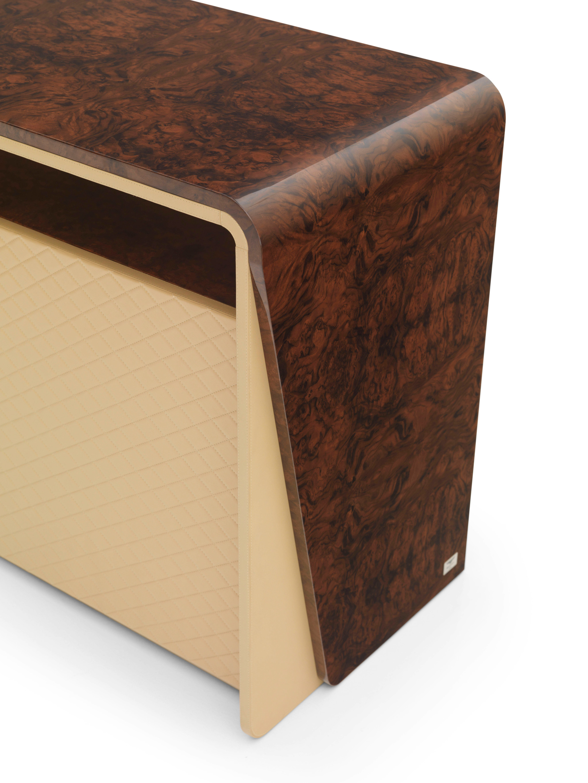 bent00230000002_bentley_eastgate_chest_of_drawers_3_e44c4d552f84ef38fe47f0e8dbec291c