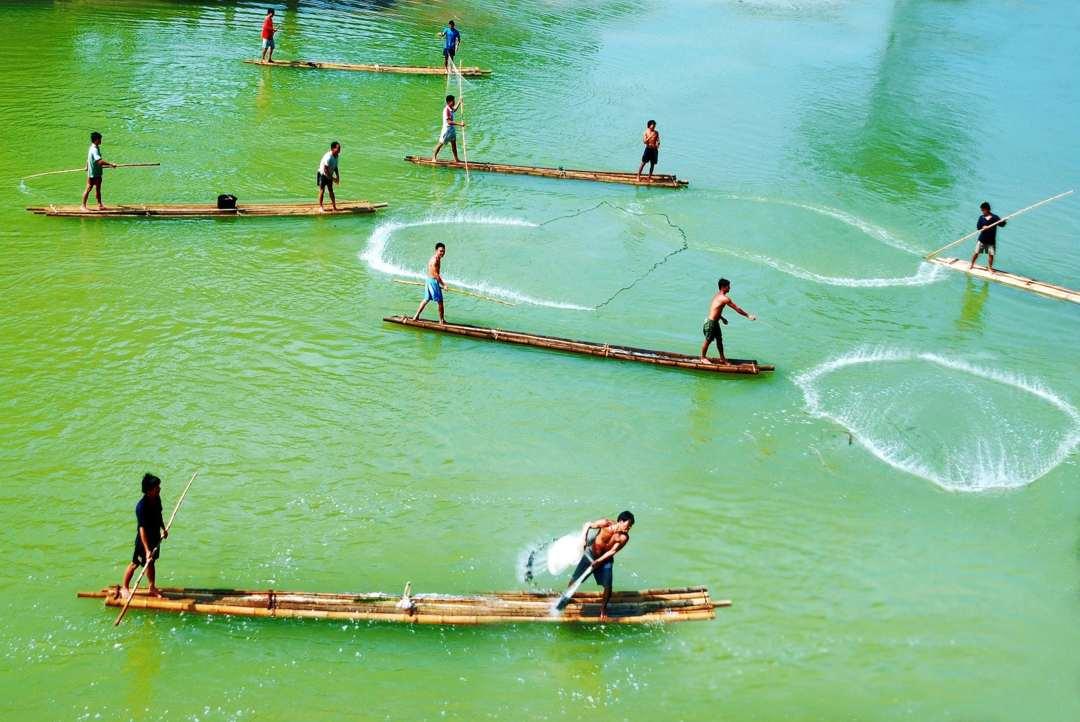 the-fishermen-of-vietnam-casting-the-net-4442938_1920-min