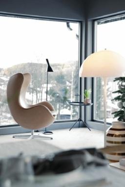Chất liệu bàn ghế phù hợp với căn hộ hiện đại