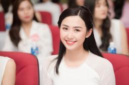 ngan-ngo-ngam-nhan-sac-nu-tiep-vien-vietnam-airlines-di-thi-hoa-hau-1-1531121729-355-width600height399