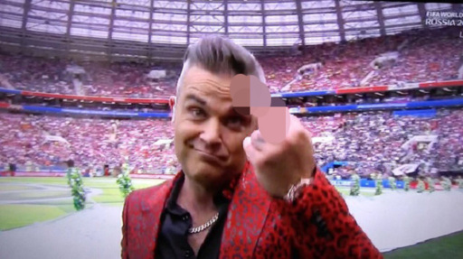 robbie_williams_4-0222021-9-0227349