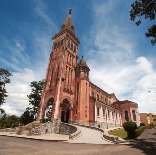 1200px-Cathedral_of_Da_Lat